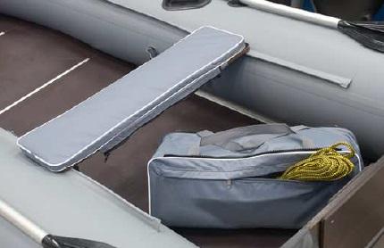 Podsedák hrubý s taškou na čln